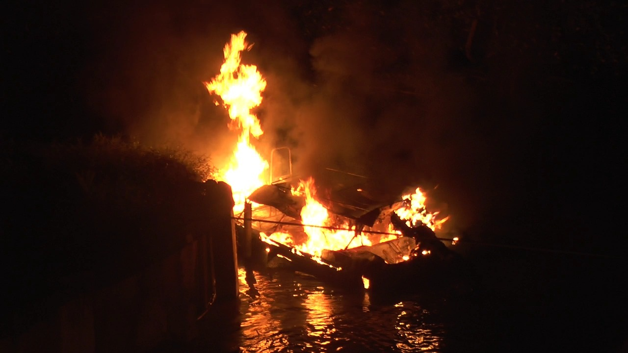 Duar! Diawali Ledakan, 4 Kapal Cepat Bantuan Pusat Habis Terbakar di Kalbar