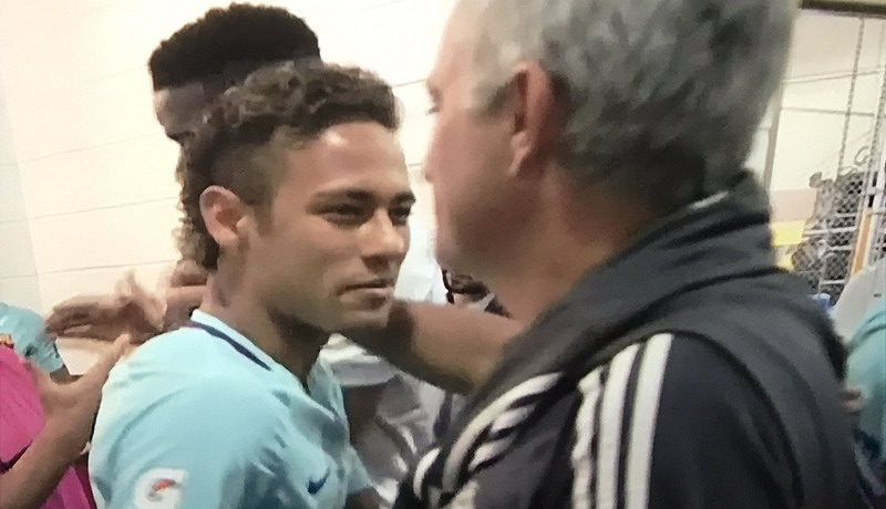 https: img.okezone.com content 2017 07 27 51 1745002 mourinho-sangat-menyenangkan-melihat-permainan-neymar-qKtlJOJMBA.jpg