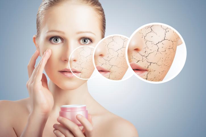 https: img.okezone.com content 2017 07 28 194 1745477 penggunaan-lipstik-hingga-mandi-terlalu-sering-penyebab-kulit-kering-yang-tak-anda-sadari-tkxDS7tDdc.jpg