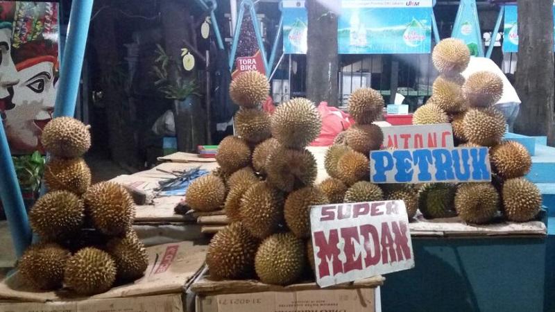 https: img.okezone.com content 2017 07 28 320 1746035 durian-lokal-vs-impor-mana-paling-laku-z0DPTPBUyi.jpg