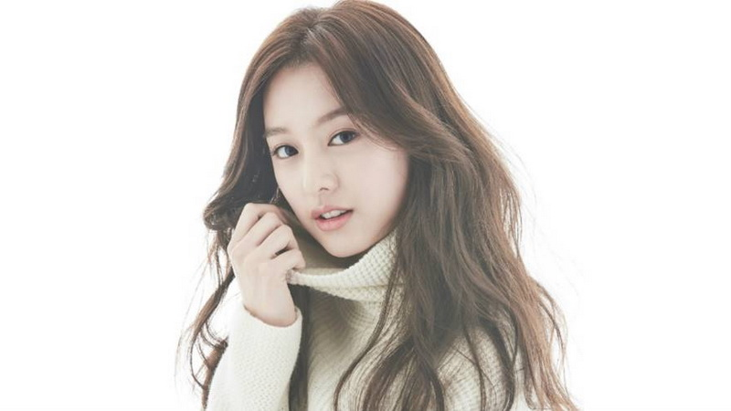 https: img.okezone.com content 2017 07 28 33 1745992 song-joong-ki-dan-song-hye-kyo-berjalan-menuju-pelaminan-kim-ji-won-cemburu-5ItLqhp64W.jpg