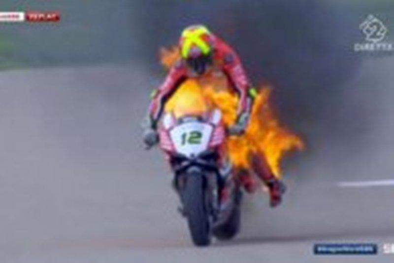 Mengerikan! Motor Ducati Terbakar saat Balapan di Superbike Aragon 2017