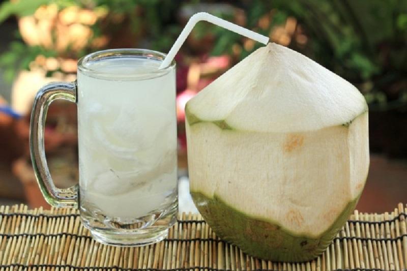 kedua penyakit tersebut muncul akibat kandungan sodium dan gula pada air kelapa.