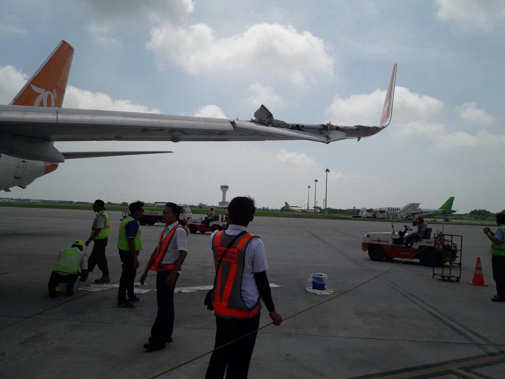 https: img.okezone.com content 2017 08 03 340 1749094 lion-air-dan-wings-air-senggolan-21-penerbangan-di-bandara-kualanamu-terganggu-ao1dFxxMwE.jpg