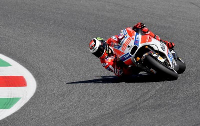 Belum Bisa Tampil Maksimal Bareng Ducati, Michele Pirro: Lorenzo Kurang Percaya Diri