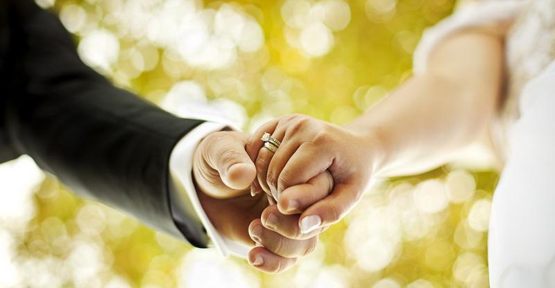 https: img.okezone.com content 2017 08 04 196 1749837 banyak-suami-istri-bercerai-pasangan-muda-wajib-pikirkan-syarat-penting-ini-sebelum-menikah-x91UbISmi5.jpg