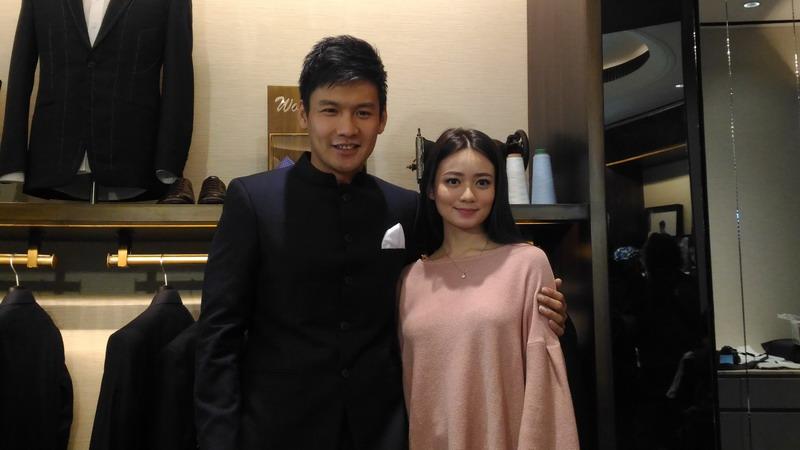 https: img.okezone.com content 2017 08 07 33 1751327 pernikahan-baru-seumur-jagung-fendy-chow-dan-stella-cornelia-santai-soal-momongan-sipEFznIIb.jpg