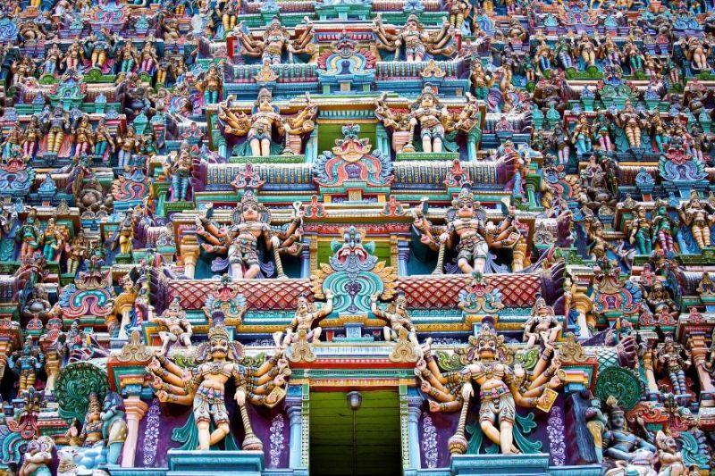 https: img.okezone.com content 2017 08 07 406 1751432 kuil-meenakshi-punya-patung-warna-warni-nan-instagenic-di-india-0vEeqQ5EAu.jpg