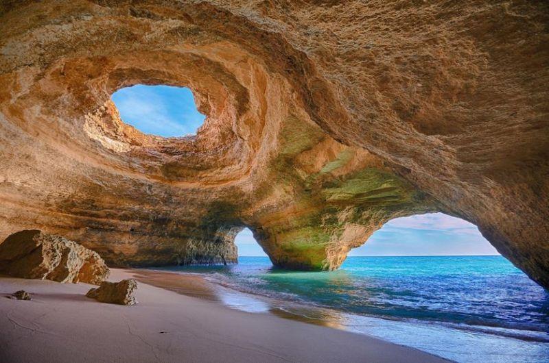 https: img.okezone.com content 2017 08 08 406 1751752 melancong-ke-portugal-jangal-lupa-nikmati-pantai-pantai-yang-tenang-privat-sADptxSTD5.JPG