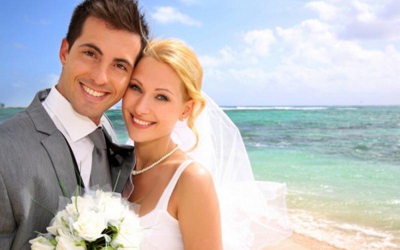 https: img.okezone.com content 2017 08 09 196 1752589 majalah-pernikahan-sudah-kuno-coba-cari-ide-pernikahan-romantis-lewat-medsos-5tpsKR5mZM.jpg