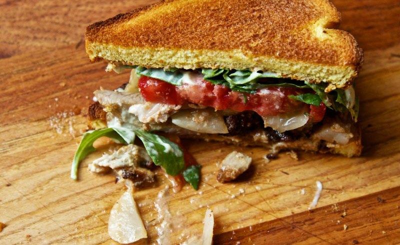https: img.okezone.com content 2017 08 10 298 1753449 restoran-cepat-saji-ini-gantikan-roti-sandwich-dengan-daging-tampilannya-bikin-ngiler-sBAwq6wVPr.jpg