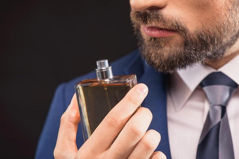 5 Parfum Pria Dengan Wangi Tahan Lama Dan Paling Disukai