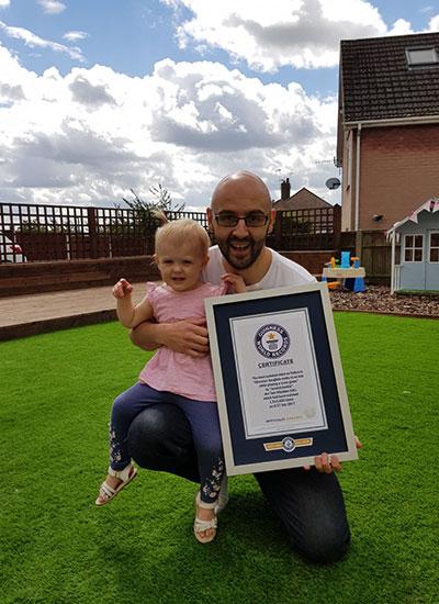 Tak Disangka! Pria Ini Pecahkan Rekor Dunia karena Kaget saat Melihat Anaknya