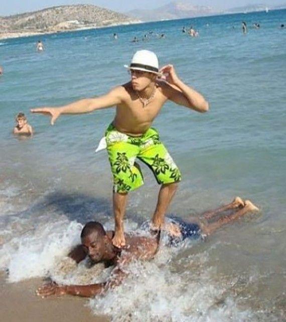 5 Kelakuan Kocak saat Berlibur di Pantai Bikin Ngakak, Nih Penampakannya!