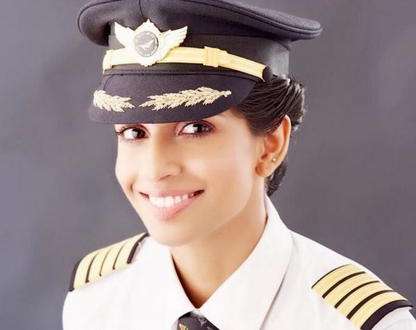 https: img.okezone.com content 2017 08 11 406 1754008 kisah-pilot-wanita-termuda-asal-india-berhasil-jadi-kapten-pesawat-terbesar-di-dunia-hjooHr1WZC.jpg