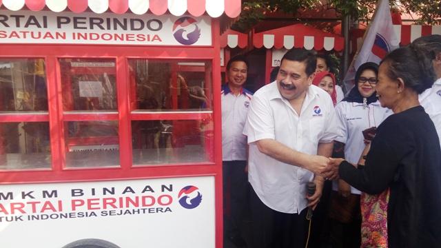 DPW Perindo DKI Jakarta kembali membagi-bagikan gerobak gratis. (Foto: Taufik Fajar/Okezone)