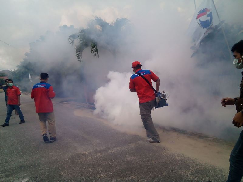 Fogging dari Rescue Perindo. (Foto: Dok Okezone)