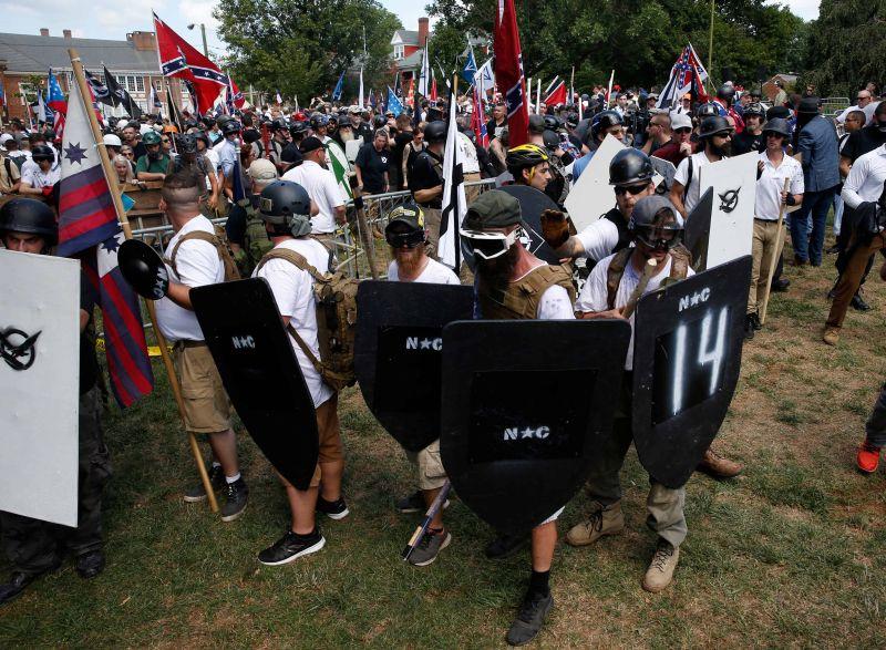 Foto para demonstran dari kelompok garis keras di Kota Charlottesvile, Amerika Serikat (Foto: Reuters)