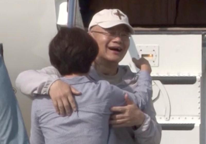 Pastor Hyeon Soo Lim bertemu kembali dengan keluarganya setelah dilepaskan dan dipulangkan dari Korea Utara. (Foto: Reuters)