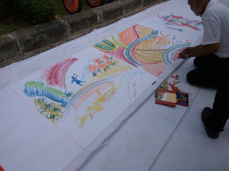 Peserta lomba sedang melukis (Foto: Silviana Dharma/Okezone)