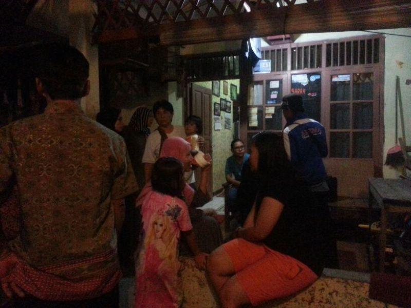 Suasana di rumah orangtua Afkar, balita yang jatuh dari Gedung SDN 4 Ciputat (Foto: Hambali/Okezone)
