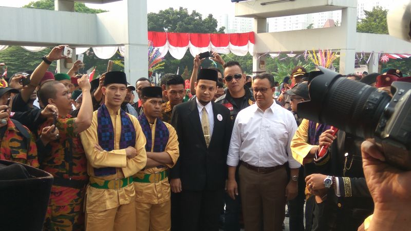 Kunjungi Acara Jawara Betawi, Anies Baswedan Disambut Palang Pintu