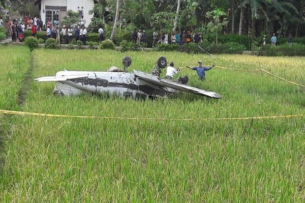 ilustrasi pesawat jatuh di persawahan. (Okezone)
