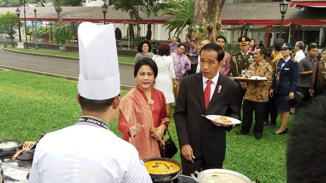 https: img.okezone.com content 2017 08 15 337 1756296 lomba-masak-hasil-laut-di-istana-jokowi-kita-ingin-mengingatkan-potensi-ikan-di-indonesia-0YMeybPc0h.jpg