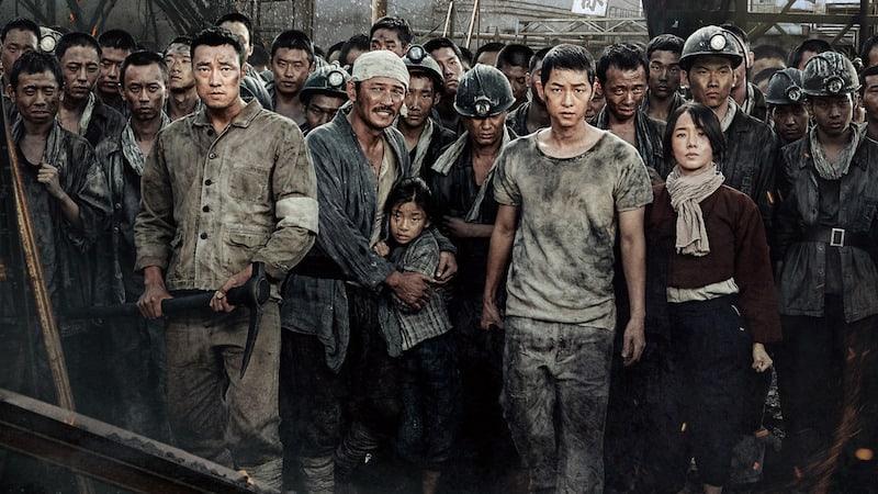 https: img.okezone.com content 2017 08 16 206 1757088 movie-review-battleship-island-tumpah-darah-rakyat-korea-dari-kejamnya-jepang-yx4d7DtUZg.jpg