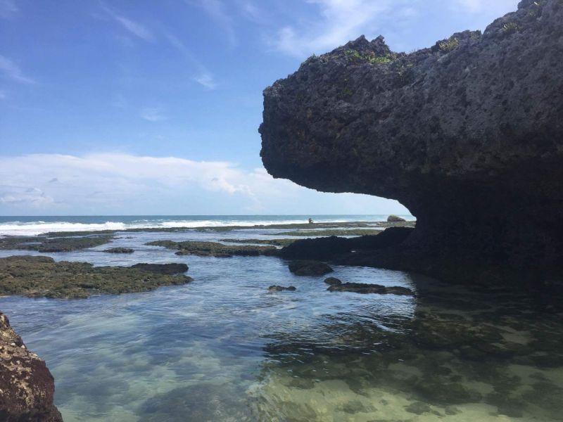 https: img.okezone.com content 2017 08 18 406 1758176 share-loc-ngobaran-pantai-di-yogyakarta-dengan-sentuhan-nuansa-bali-ErmdYiU55o.jpg
