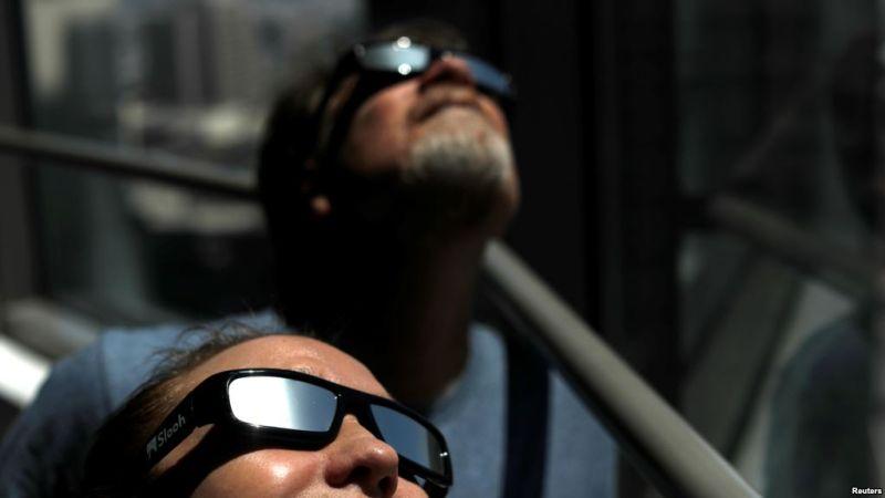 https: img.okezone.com content 2017 08 18 406 1758353 hore-museum-antariksa-akan-ajak-pengunjung-saksikan-gerhana-matahari-TEhaubiAgj.jpg