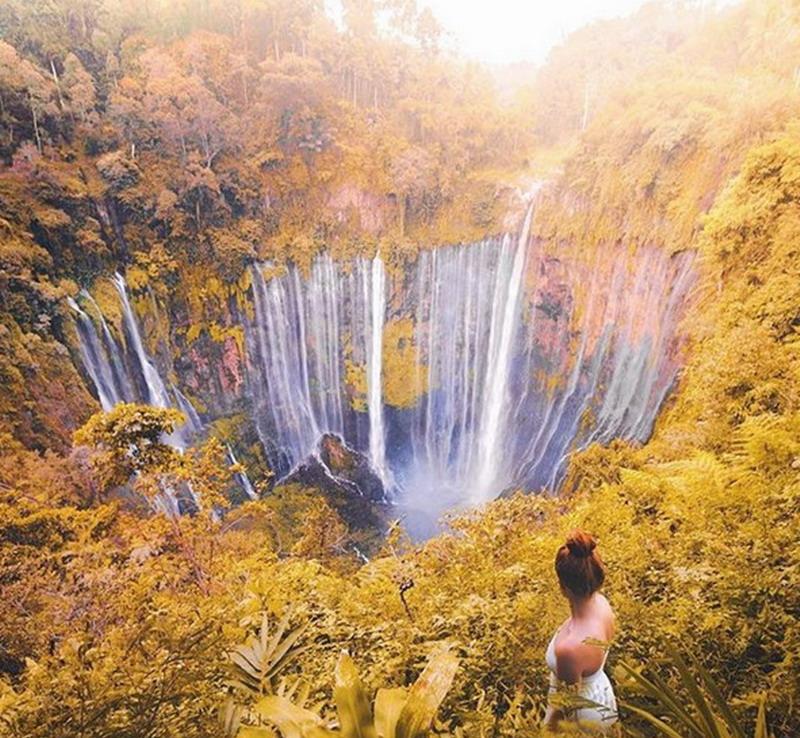 https: img.okezone.com content 2017 08 18 406 1758468 uncover-indonesia-eksplor-keindahan-air-terjun-tumpak-sewu-serpihan-surga-di-lumajang-YNE7lejk9g.jpg