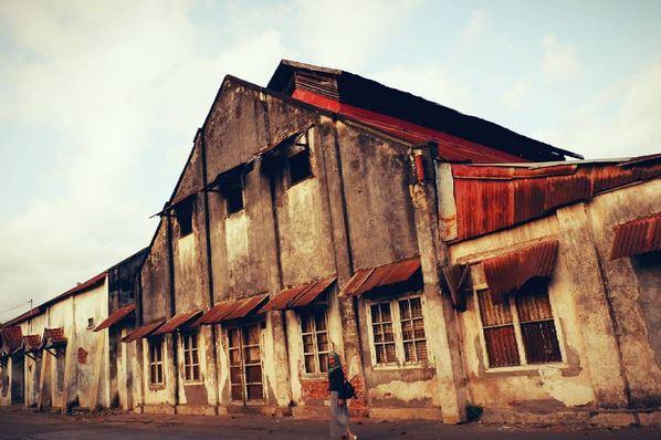 https: img.okezone.com content 2017 08 18 406 1758515 uncover-indonesia-napak-tilas-sisa-kehidupan-kota-ampenan-di-lombok-Eh3vBOlWJG.jpg