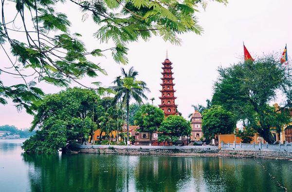https: img.okezone.com content 2017 08 18 406 1758753 tran-quoc-pagoda-merah-tertua-di-hanoi-FTXu3eVGOl.jpg