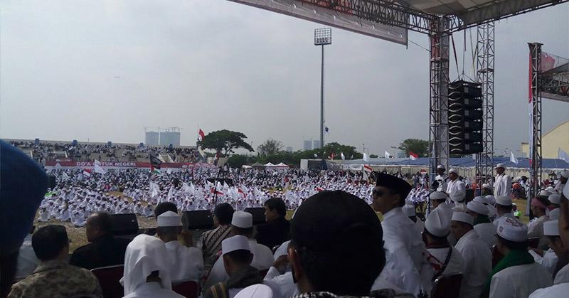 Habib Rizieq Ceramah, Ribuan Kader FPI Numplek di Stadion Muara Kamal, Ini Penampakannya