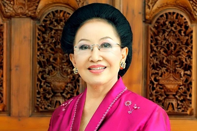 https: img.okezone.com content 2017 08 20 194 1759239 okezone-week-end-miliki-banyak-khasiat-5-tokoh-wanita-indonesia-ini-mengaku-hobi-minum-jamu-salah-satunya-mooryati-soedibyo-LfplsyeamL.jpg