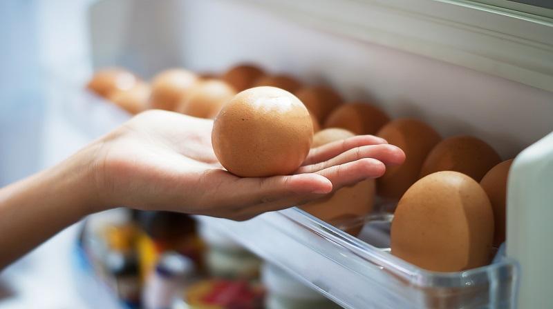 https: img.okezone.com content 2017 08 20 298 1759265 telur-yang-sudah-dicuci-wajib-disimpan-dalam-kulkas-ini-alasannya-Gioo5YEynQ.jpg