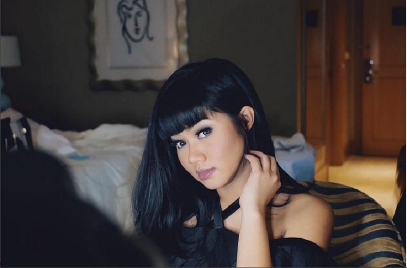 https: img.okezone.com content 2017 08 21 205 1760238 yura-yunita-rasakan-atmosfer-berbeda-beraksi-di-prambanan-jazz-festival-SQnpePTZC7.jpg