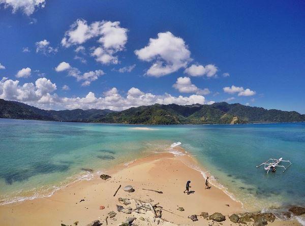 https: img.okezone.com content 2017 08 21 406 1760024 share-loc-yeay-snorkeling-di-pulau-pinjan-enggak-perlu-basah-basahan-lho-HUN9PRqV5t.JPG
