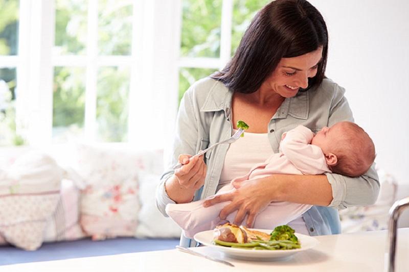 Biar Bayi Tetap Sehat, Ibu Menyusui Tidak Boleh Lupa ...