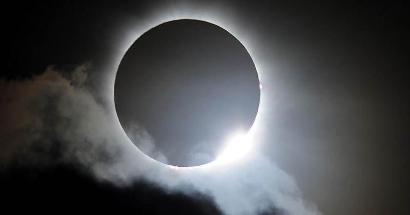 https: img.okezone.com content 2017 08 22 56 1760575 kapan-gerhana-matahari-total-akan-kembali-terjadi-nih-jadwalnya-1WdmFeNtfT.jpg