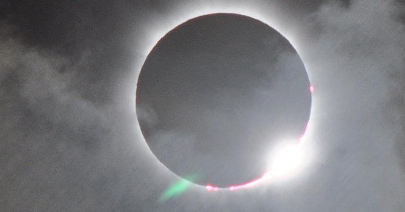 https: img.okezone.com content 2017 08 22 56 1760589 luar-biasa-penduduk-bumi-sambut-gerhana-matahari-total-uZa0gPcmZ2.jpg