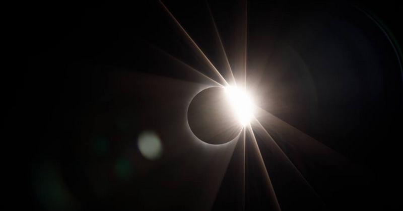 https: img.okezone.com content 2017 08 22 56 1760613 menakjubkan-ceo-facebook-unggah-foto-gerhana-matahari-total-jgtgTy4KEP.jpg