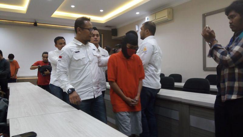 Pria berinisial W ditangkap Polres Jakarta Selatan akibat ulahnya menggelapkan mobil (Foto: Rizky/Okezone)