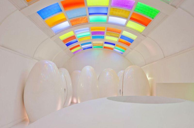 https: img.okezone.com content 2017 08 24 406 1762073 sederet-bentuk-toilet-unik-di-dunia-yang-super-nyeleneh-salah-satunya-dari-kaca-tembus-pandang-qzjtsDzscl.jpg