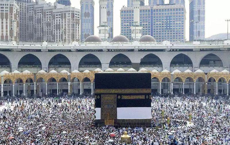 https: img.okezone.com content 2017 08 25 18 1763206 jelang-puncak-haji-1-4-muslim-sedunia-tumplek-di-arab-saudi-IijAg8jTBj.jpg