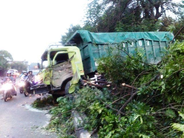 Truk kecelakaan di Cikokol (foto: TMC Polda Metro Jaya)