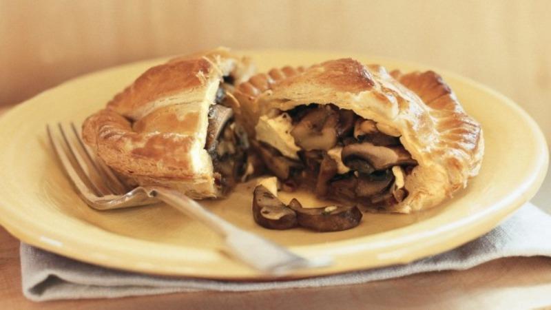 https: img.okezone.com content 2017 08 28 298 1764610 urban-food-gurih-lezat-mushroom-cheese-pie-untuk-menu-makan-malam-R2EzzfPNbv.jpg