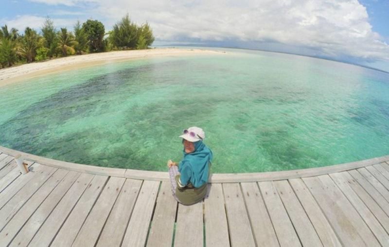 https: img.okezone.com content 2017 08 28 406 1764734 uncover-indonesia-beningnya-pemandangan-di-pulau-kokoya-tak-perlu-menambahkan-filter-lagi-pada-foto-y7l4KwJ6ma.jpg