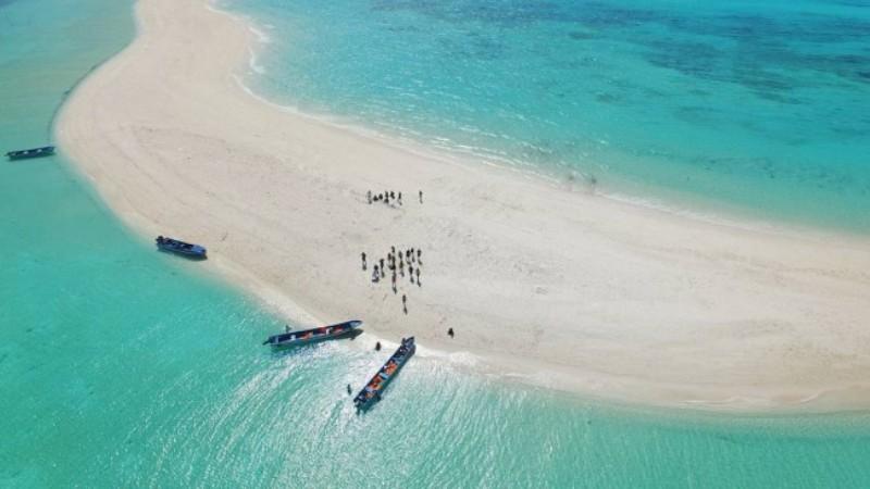 Uncover Indonesia Sensasi Membelah 2 Laut Di Pantai Ngurtafur Maluku Tenggara Ketika Takjub Tak Terucap Dengan Kata Okezone Travel
